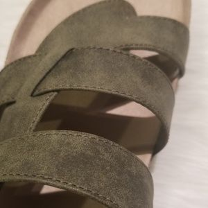 White Mountain Shoes - ❤NWOT Cliffs by White Mountain Calista Sandals